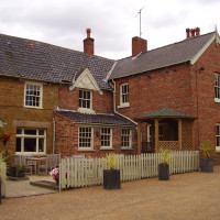 Woolsthorpe-by-Belvoir dog walk and dog-friendly pub, Lincolnshire - Dog walks in Lincolnshire