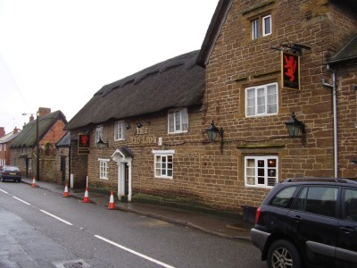 M1 Junction 18 dog-friendly pub and dog walk at Crick, Northamptonshire - Driving with Dogs
