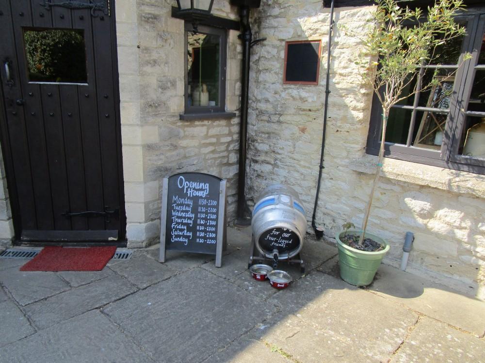 Dog-friendly pub near Bladon, Oxfordshire - Oxfordshire dog-friendly pub