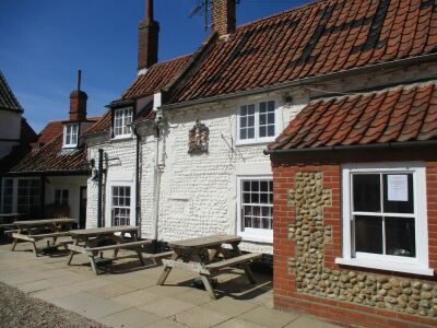 A149 dog-friendly inn with B&B rooms on the coast path near Holt, Norfolk - Driving with Dogs
