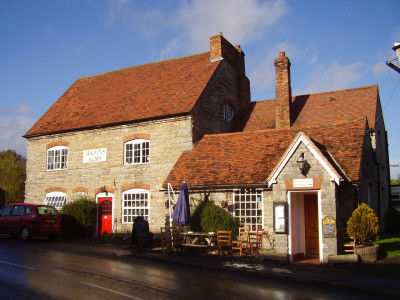 Wilmcote dog-friendly pub and dog walk, Warwickshire - Driving with Dogs