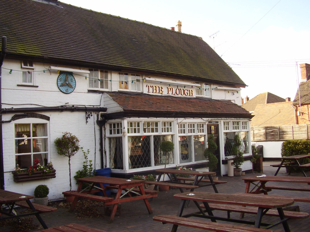 M6 Junction 4 dog-friendly pub and dog walk, Warwickshire - Dog walks in Warwickshire