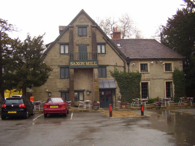 Guys Cliffe dog-friendly pub and dog walk, Warwickshire - Driving with Dogs