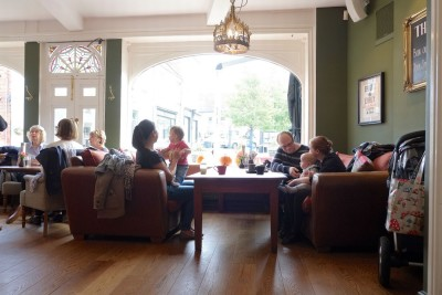 Warwick dog-friendly town centre pub, Warwickshire - Driving with Dogs
