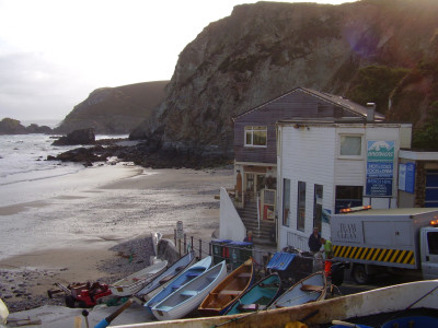 Dog-friendly pub, beach and dog walk near St Agnes, Cornwall - Driving with Dogs