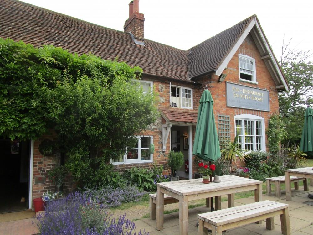 Stoke Row dog walk and The Cherry Tree dog-friendly dining, Oxfordshire - Oxfordshire dog walk with dog-friendly pub