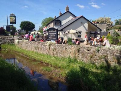 Dog-friendly dining pub and dog walk near Cowbridge, Glamorgan, Wales - Driving with Dogs