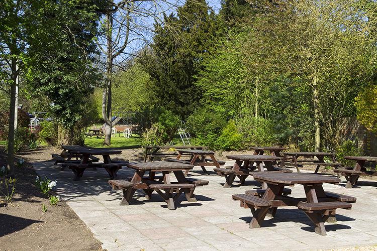 A1 doggiestop near Sandy, Bedfordshire - Dog-friendly pub and dog walk near Bedford