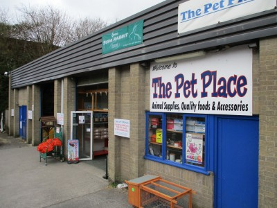 The Pet Place - Shepton Mallet pet store, Somerset - Driving with Dogs