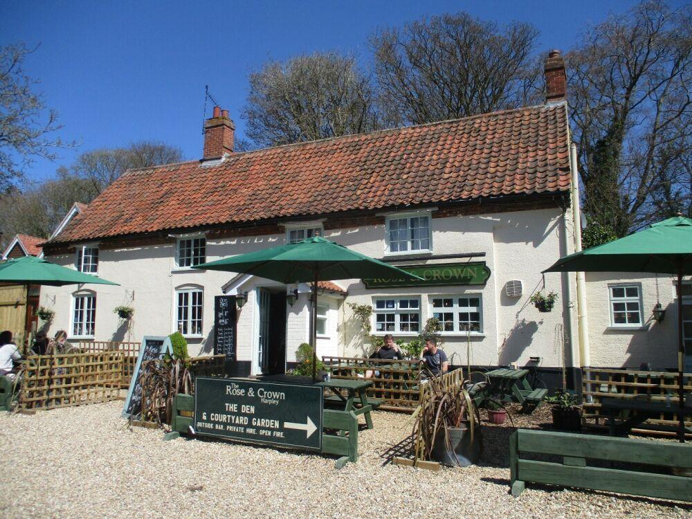 A148 dog-friendly village pub near Kings Lynn, Norfolk - Norfolk dog-friendly pub with garden