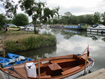 Riverside dog-friendly pub and dog walk, Oxfordshire - Driving with Dogs