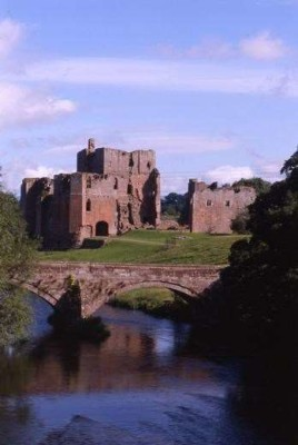 Picturesque castle dog stroll, Cumbria - Driving with Dogs