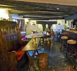 A385 dog-friendly pub with B&B and walk near Totnes, Devon - Driving with Dogs