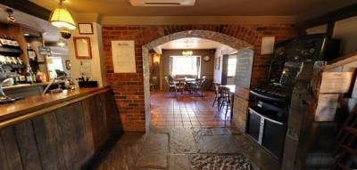 A1(M) junction 6 dog friendly pub with dog walk near Welwyn, Hertfordshire - Driving with Dogs