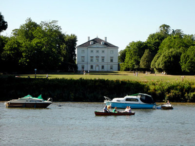 Marble Hill Park, Greater London - Driving with Dogs