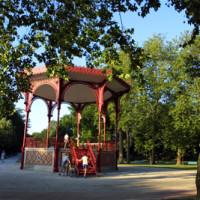 Dog walk in the Parc de la Patte-d'oie, Reims, France - Image 2