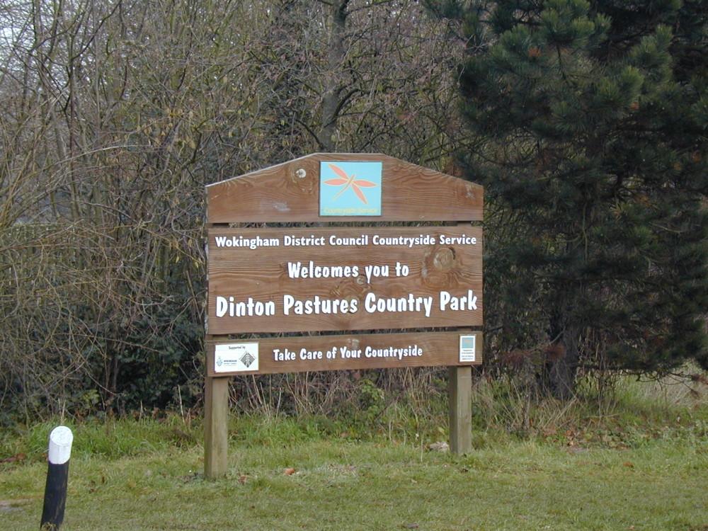 Pastoral country park dog walk, Berkshire - Dog walks in Berkshire