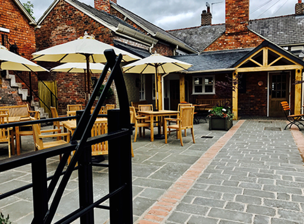 Tarporley dog walk and dog-friendly pub, Cheshire - RisingSun_dog-friendly cheshire.jpg