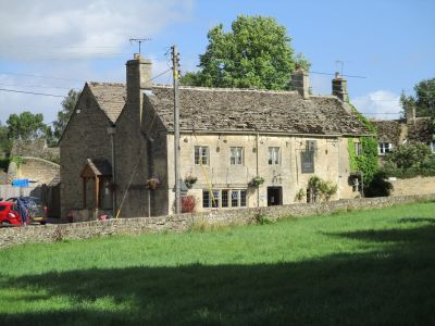 A417 dog friendly pub and dog walk near Cirencester, Gloucestershire - Driving with Dogs