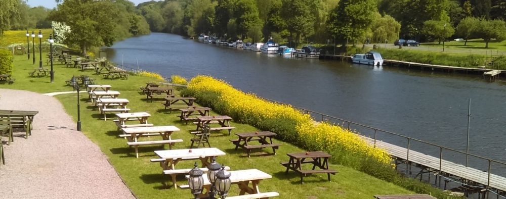 Dog-friendly riverside camping and dog-friendly pub, Worcestershire - Worcestershire dog-friendly pub and camping.jpg