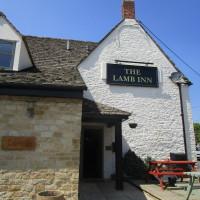 Dog walk and dog-friendly pub near to Witney, Oxfordshire - Dog walks in Oxfordshire