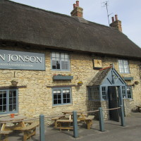 M40 Junction 9 dog-friendly pub and dog walk, Oxfordshire - Dog walks in Oxfordshire