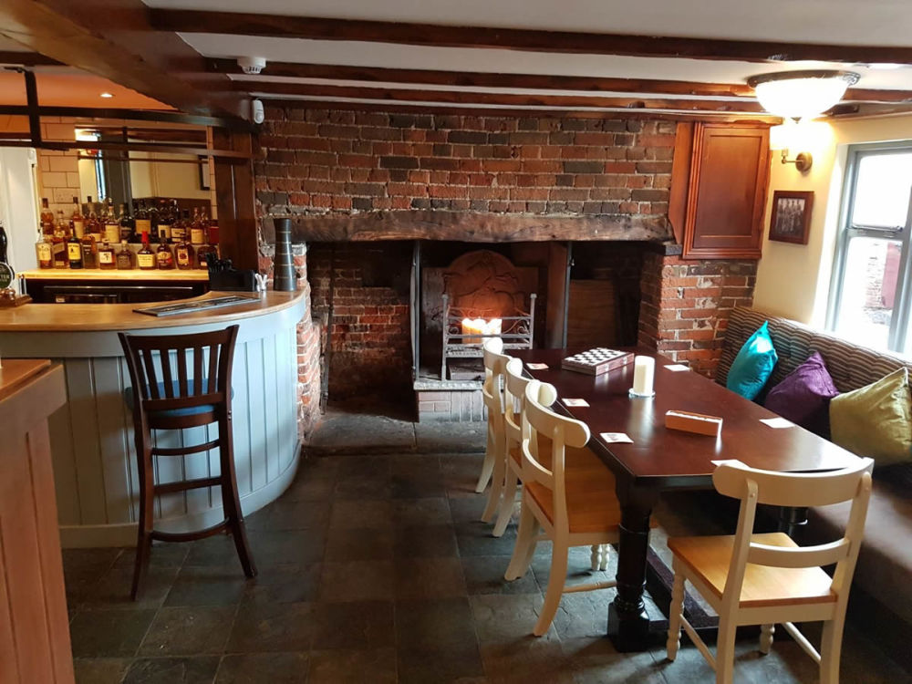 Country pub and dog walk off the A6, Bedfordshire - Dog-friendly pub and dog walk near Hitchin