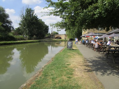 Dog walk and dog-friendly pub, Stoke Bruerne, Northamptonshire - Driving with Dogs