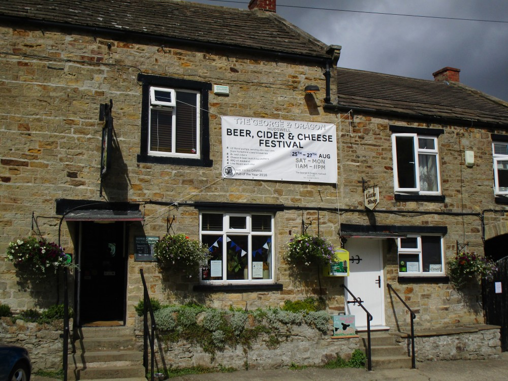 Dog-friendly pub and dog walk near Richmond, Yorkshire - Yorkshire dog-friendly pub and dog walk