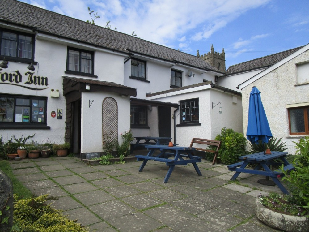 A382 Dog-friendly village pub and dog walk, Devon - Devon dog-friendly pub with dog walk.JPG