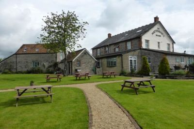 Dog-friendly pub with large garden near Shepton Mallet, Somerset - Driving with Dogs