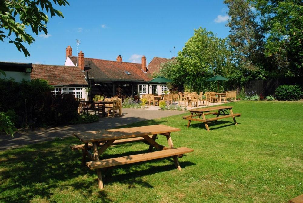 A130 Dog-friendly dining pub near Billericay, Essex - Essex dog-friendly pub and dog walk