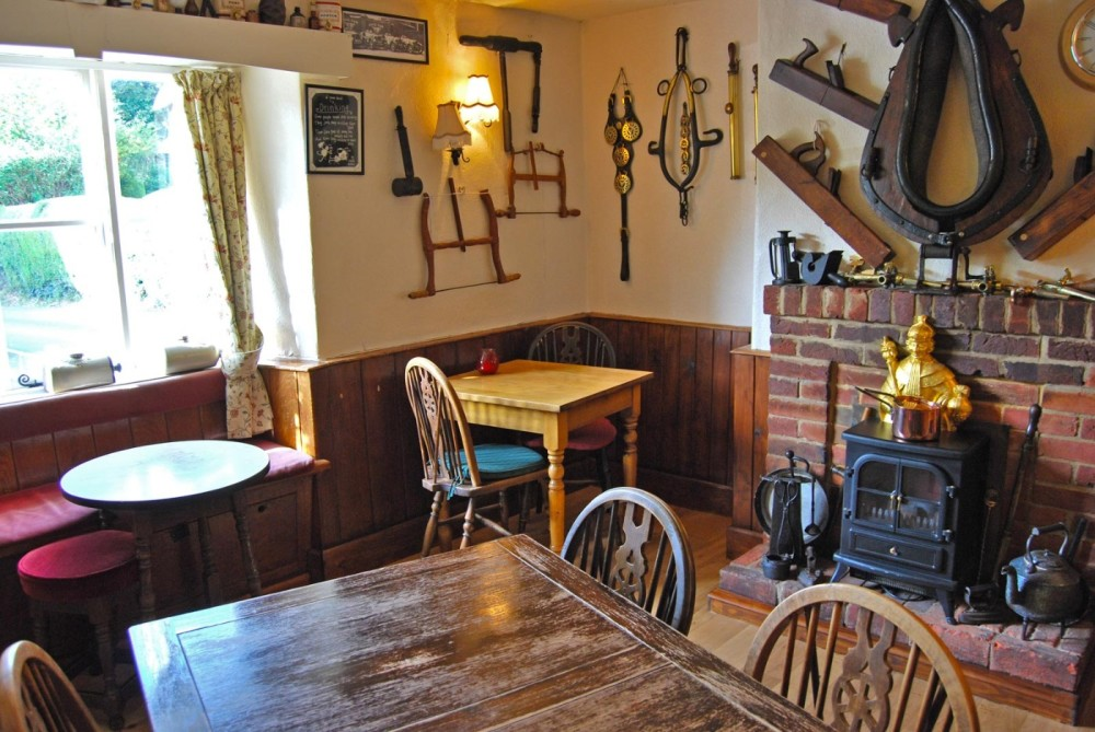 A30 lovely village inn with dog walk, Wiltshire - Wiltshire dog friendly pub and dog walk