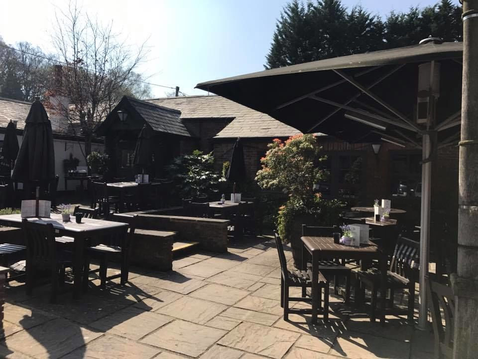 M27 dog-friendly pub and dog walk near Southampton, Hampshire - Hampshire dog-friendly pub and dog walk