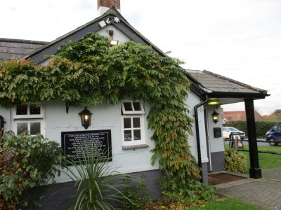 Dog-friendly pub near Winterbourne Zelston on the A31, Dorset - Driving with Dogs