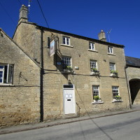 Evenlode Valley dog-friendly pub and dog walk, Oxfordshire - Dog walks in Oxfordshire