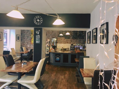 Lake District dog-friendly cafe - Windermere, Cumbria - Driving with Dogs
