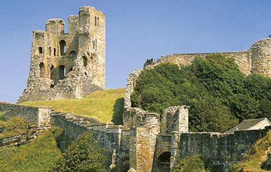Dogs welcome at the castle, North Yorkshire - dog-friendly scarborough-castle.jpg