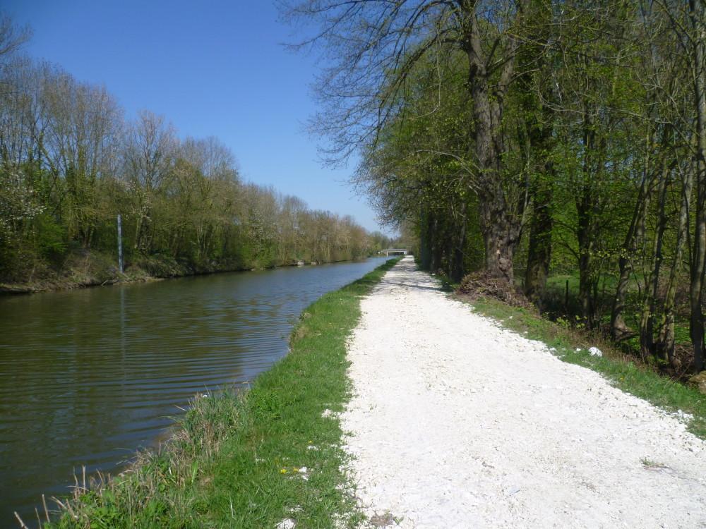 A26 exit 9 Canalside dog walk, France - Image 5
