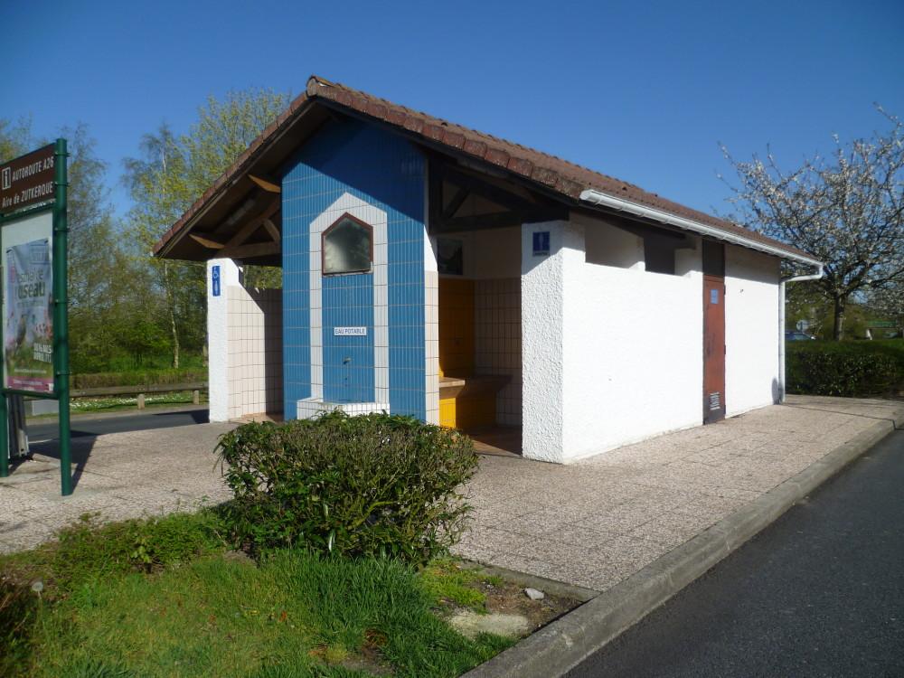 A26 between exits 1-2 Aires de Zutkerque, France - Image 1