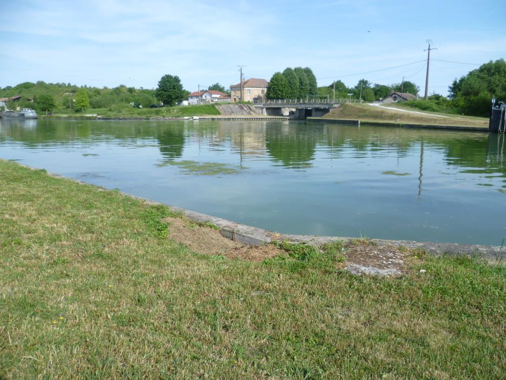 A26 exit 14 Aisnes canal dog walk, France - Image 4