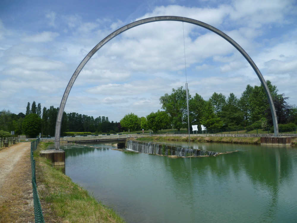 A26 exit 23 dog walk in Lusigny, France - Image 2