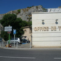 A7 exit 25 doggiestop in Cavaillon, France - Image 5