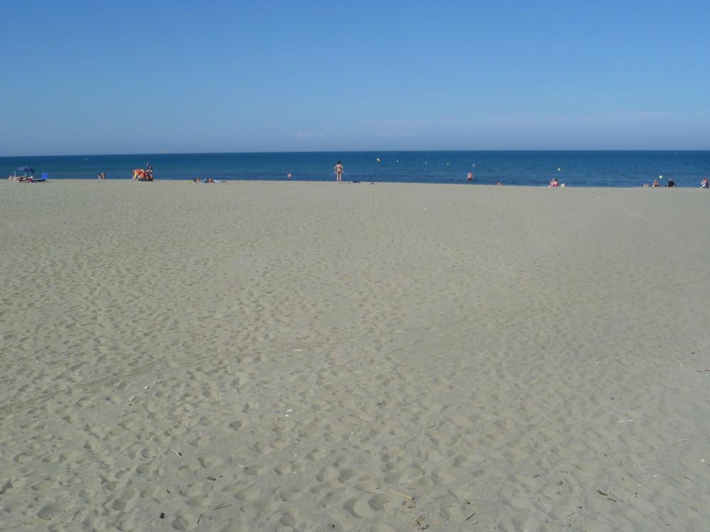A9 Exit 40 Sandy dog-friendly beach walk, France - Image 3
