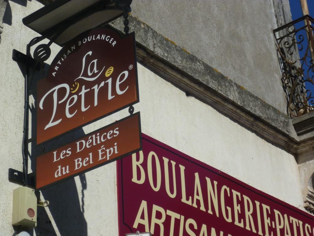 A9 Exit 33 Doggiestop in Balaruc-le-Vieux, France - Image 3