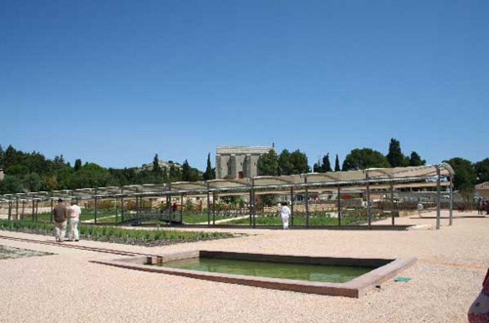 A7 Exit 24 doggiestop in the Roman gardens, France - Image 2