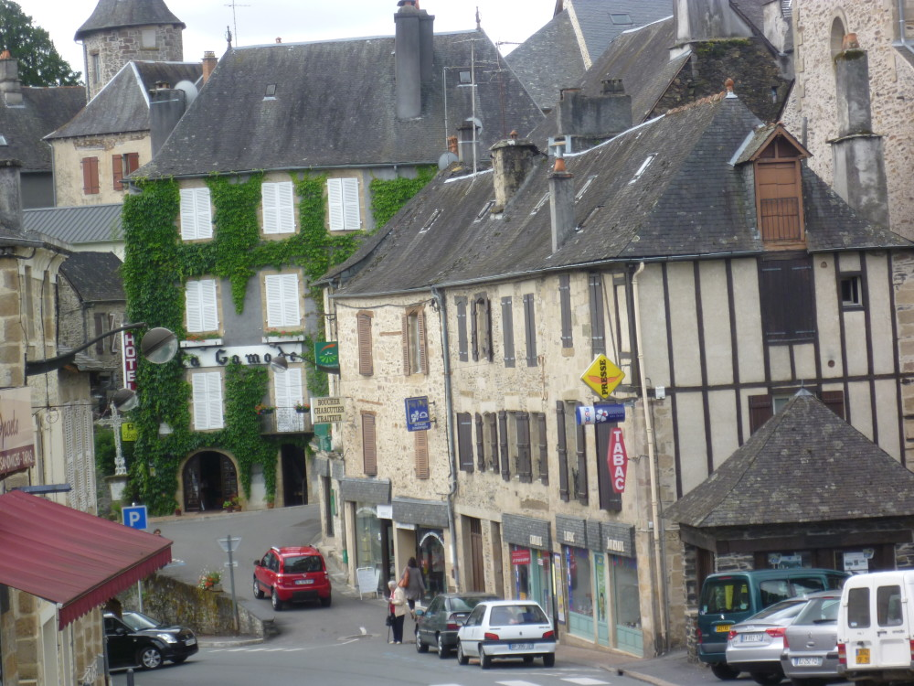 A20 exit 48 Doggiestop in the middle ages, France - Image 2