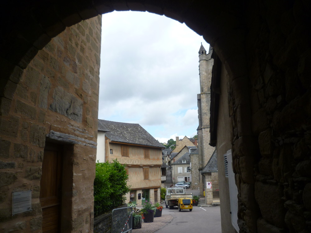A20 exit 48 Doggiestop in the middle ages, France - Image 3