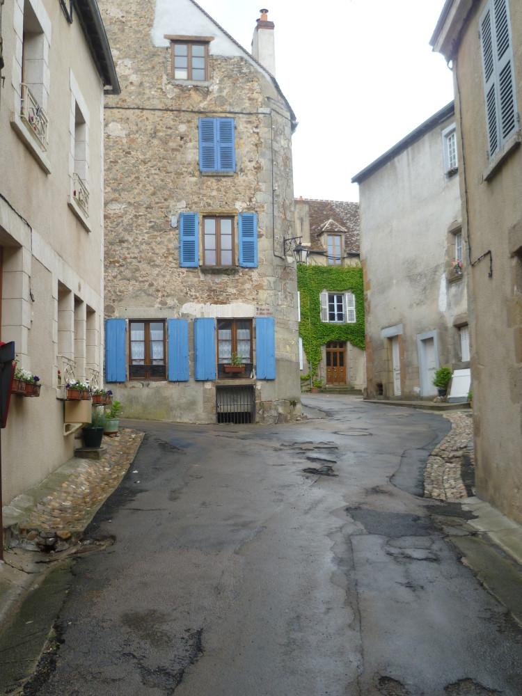 A20 exit 20 Saint-Benoît-du-Sault doggiestop, France - Image 2