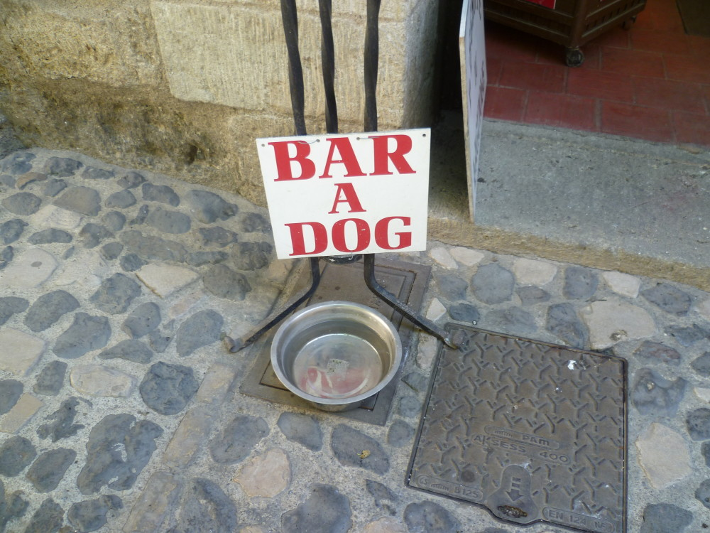 A9 Exit 34 doggiestop in Pézenas, France - Image 1